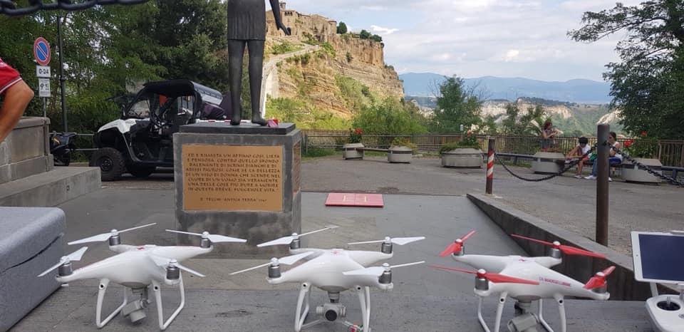 CORONAVIRUS, I DRONI DEL COMUNE DI BAGNOREGIO CONTROLLERANNO ANCHE I CIELI DI VITERBO
